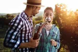 What To Wear Wine Tasting | Best WIne Tasting Outfits & Attire | Winetraveler.com
