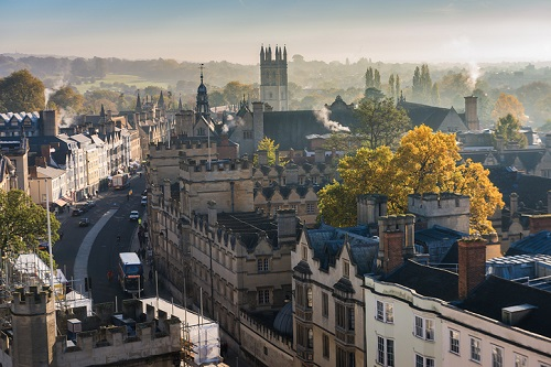 Discover several ideas and some of the best weekend getaways for couples in the United Kingdom. For a romantic weekend getaway, cruise the waterways of Oxford, lounge at a luxury hotel in London, or explore the Welsh and Scottish countrysides and more.
